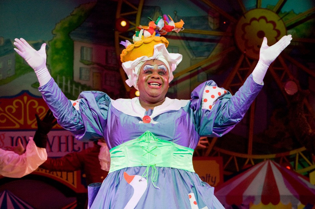 Clive Rowe in Mother Goose