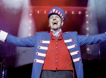 Brian Conley in Barnum. Photos by Johan Persson