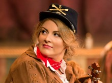 Calamity Jane. Photos by Manuel Harlan.