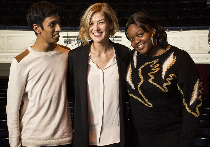 Rosamund Pike with National Youth Theatre members photo by Helen Maybanks