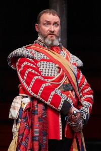 Paul Currier as Parolles in All's Well That Ends Well. Photo by Mark Douet