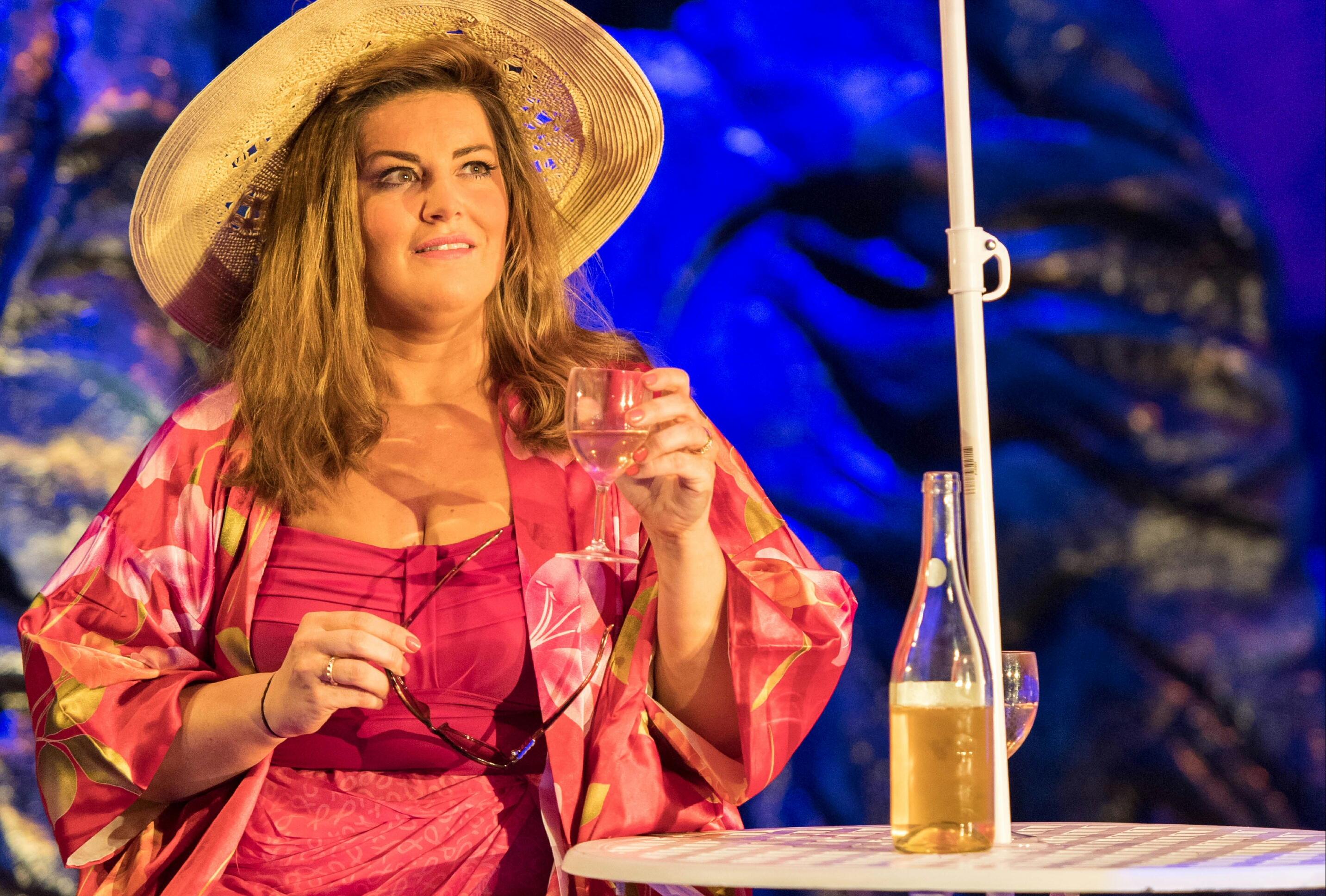 shirley valentine Since its london and broadway stage debut, playwright willy russell's +shirley valentine has proven an excellent showcase for any number of talented actresses (loretta swit won the 1989 sarah .
