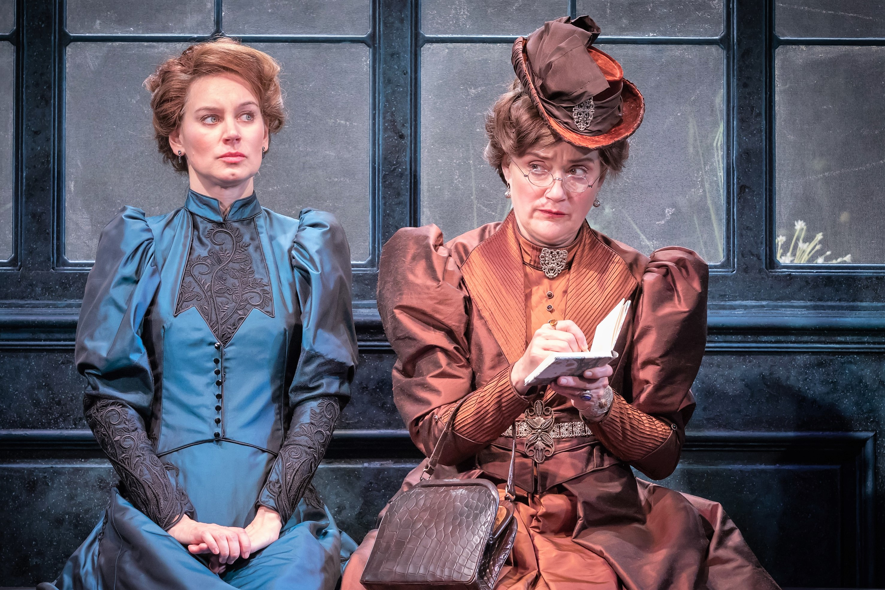 Pippa Nixon as Gwendolyn Fairfax and Sophie Thompson as Lady Bracknell © Marc Brenner